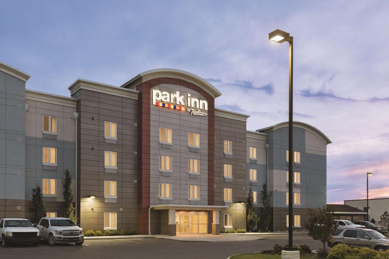 Отель  Park Inn by Radisson, Calgary Airport North, AB  - отзывы Booking