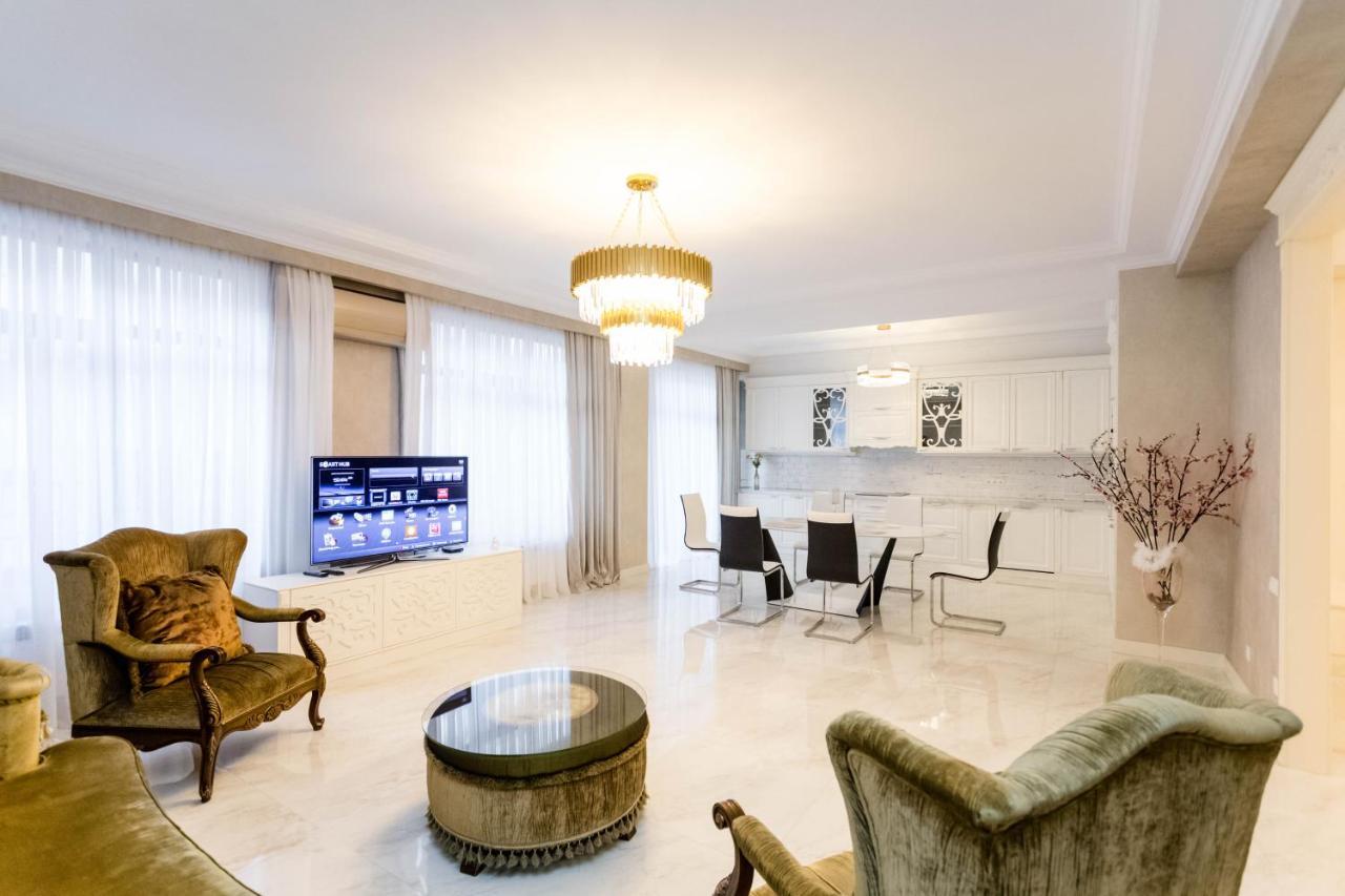 Фото  Апартаменты/квартира Luxury City Center Apartment l
