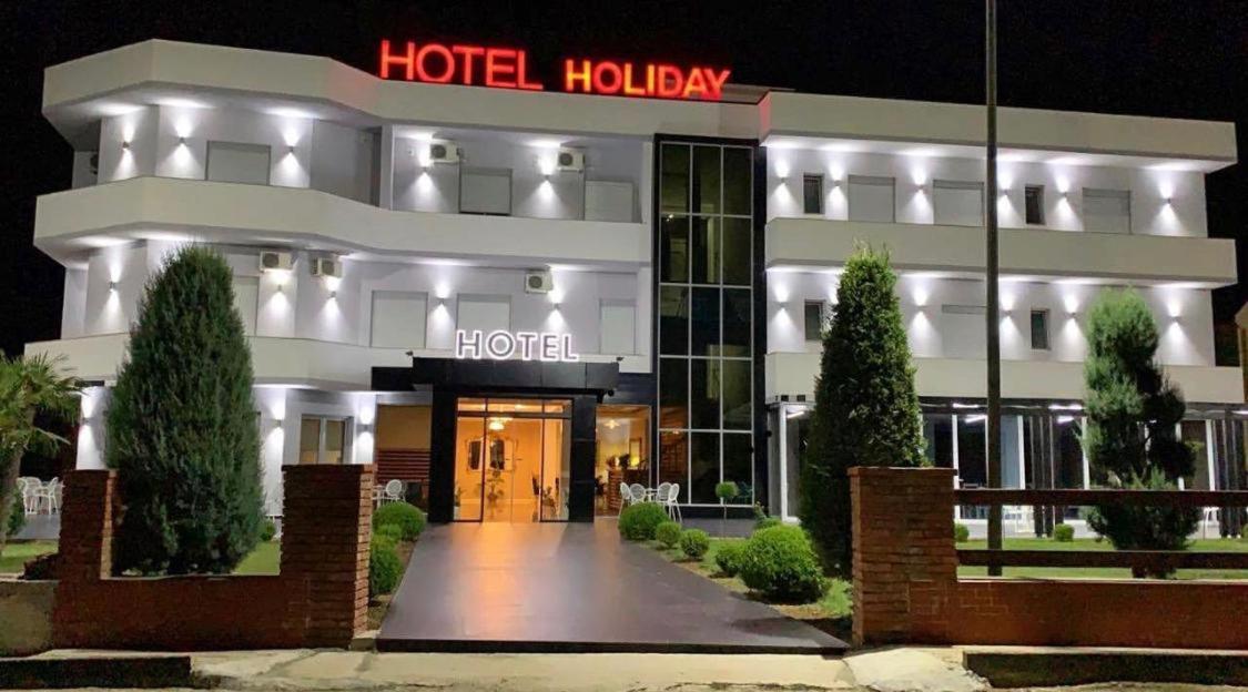 Отель  Hotel Holiday