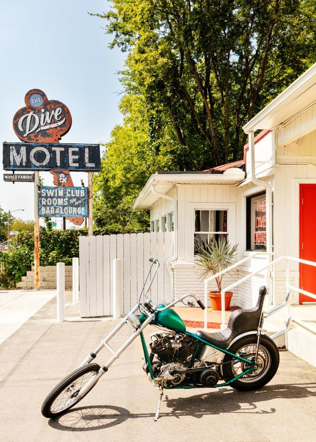 Отель  The Dive Motel And Swim Club