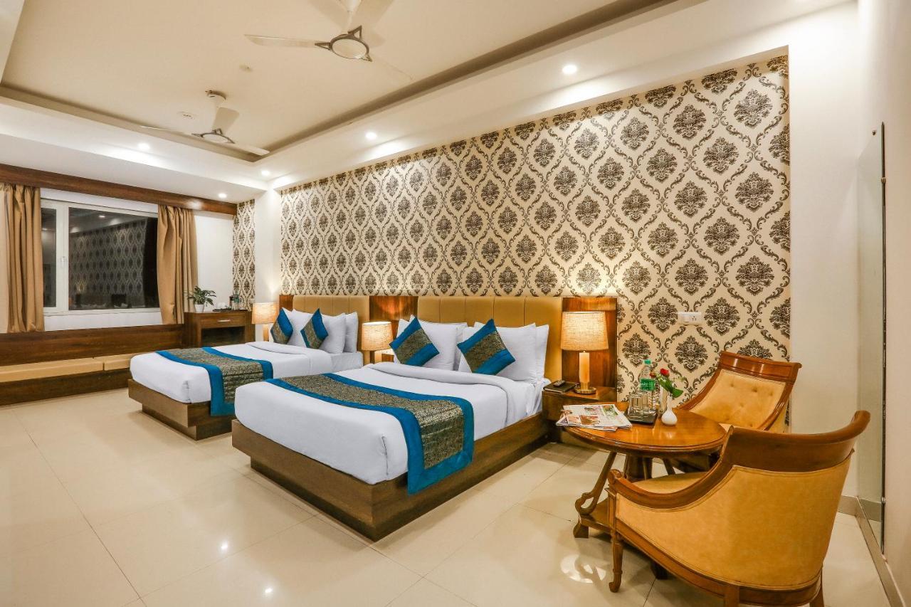 Отель  Отель  Hotel Almati Inn At Delhi Airport
