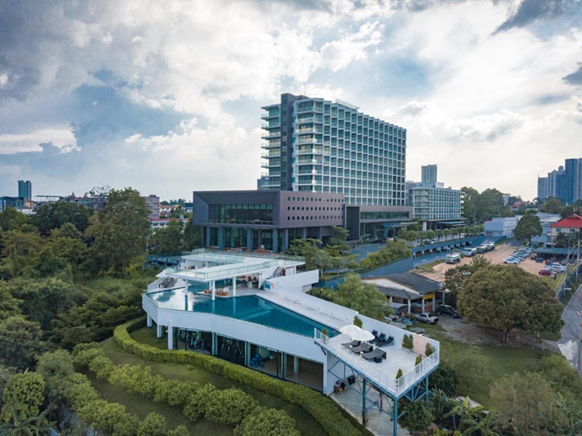 Отель Tsix5 Phenomenal Hotel Pattaya