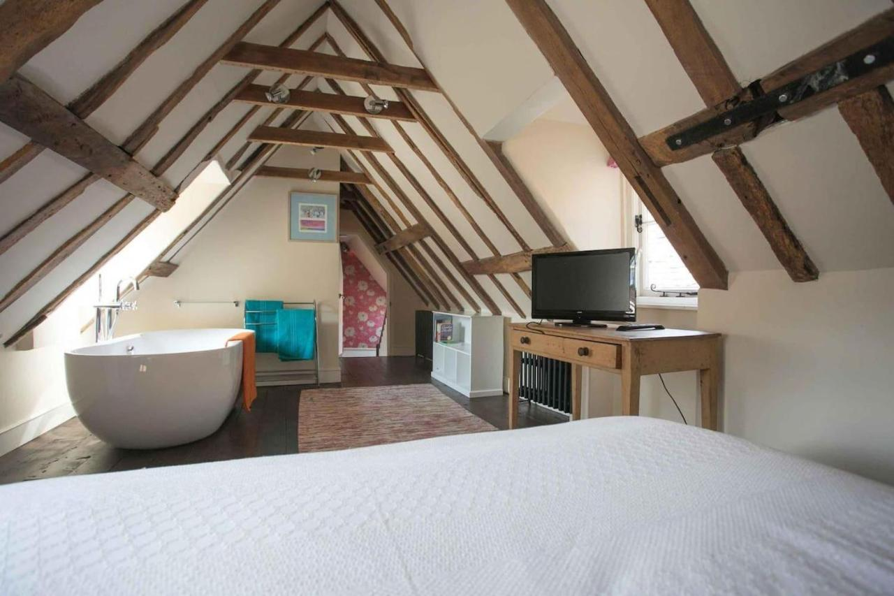 Дом для отпуска  Medieval Town House - Walled Garden Sleeps 8
