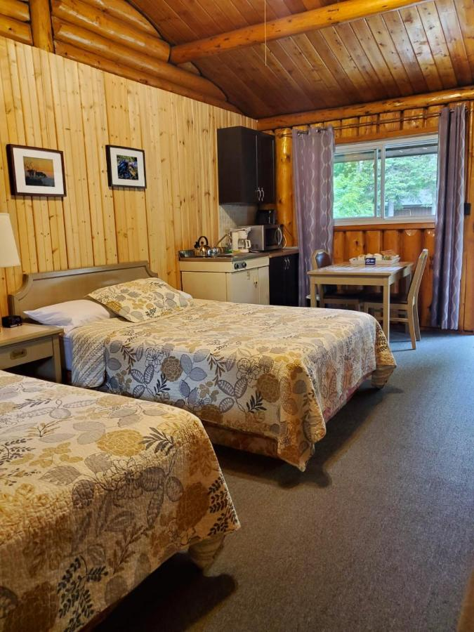 Лодж  High Falls Motel & Cabins  - отзывы Booking