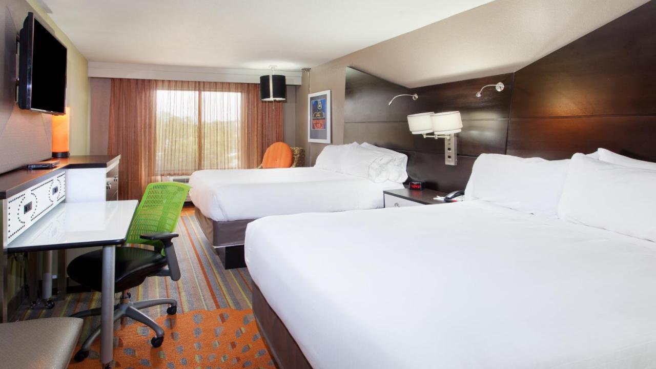 Отель  Отель  Holiday Inn Express Atlanta NW - Galleria Area