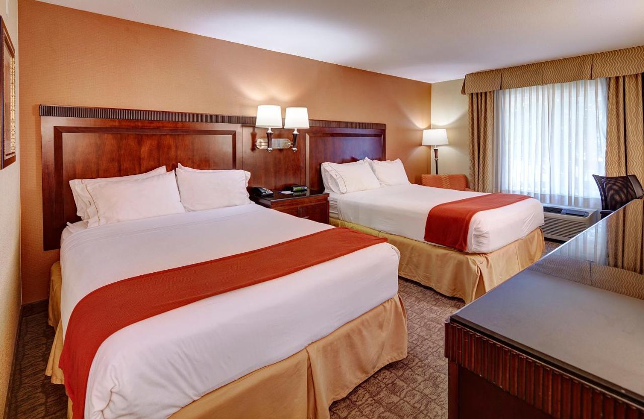 Отель  Holiday Inn Express San Diego - Sorrento Valley, an IHG hotel  - отзывы Booking