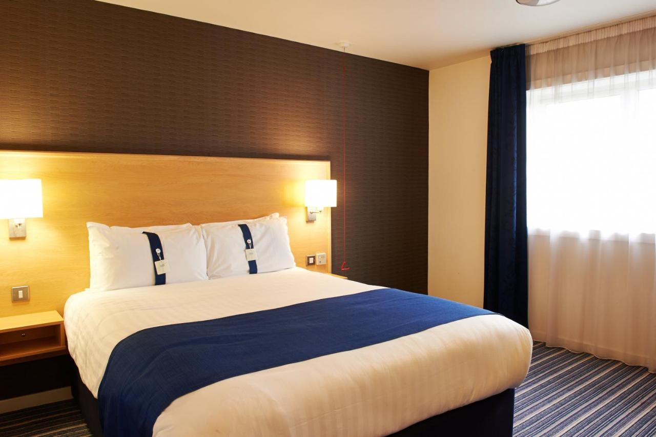 Отель  Holiday Inn Express Manchester Airport