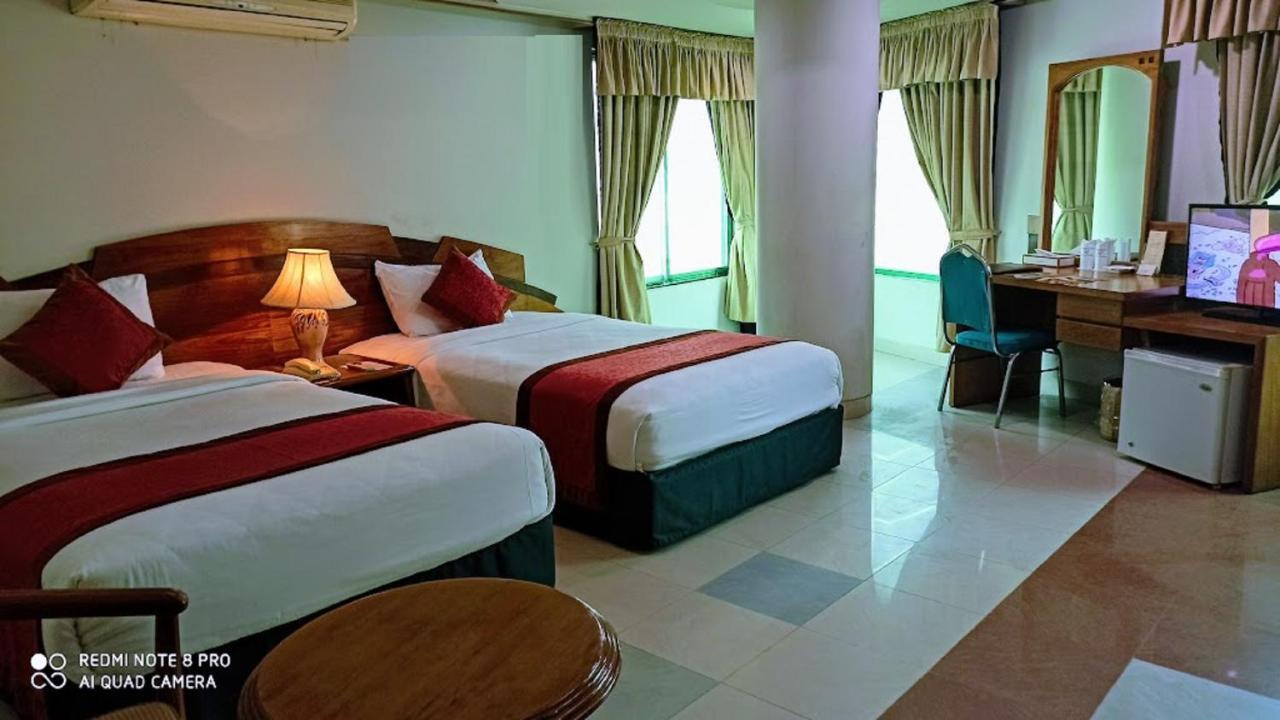 Отель  Hotel Victory - Best in City Center  - отзывы Booking