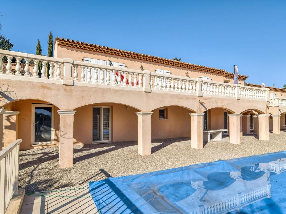 Вилла  Plush Villa In Le Cannet-des-Maures With Private Pool