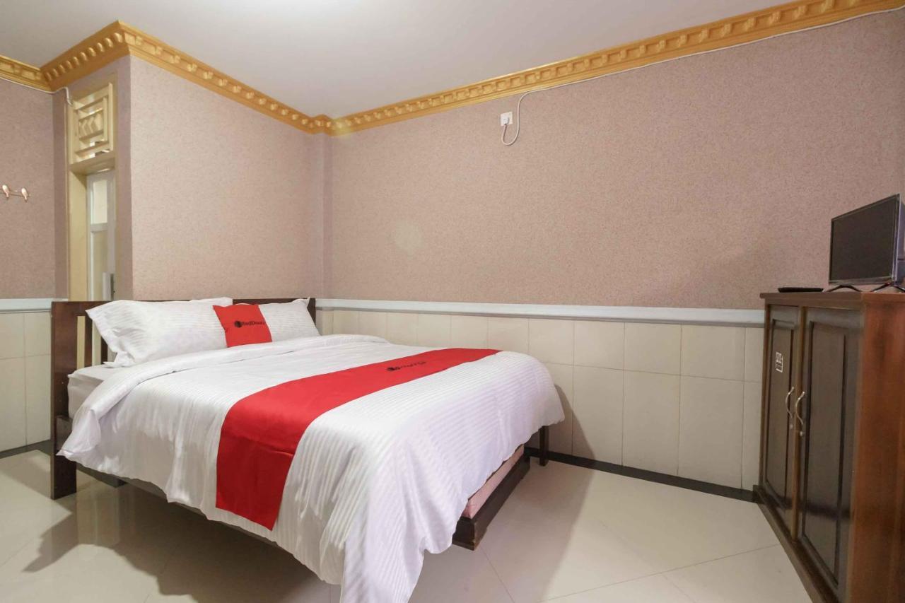 Гостевой дом  RedDoorz Plus Syariah near RSUP Dr. M. Djamil Padang  - отзывы Booking