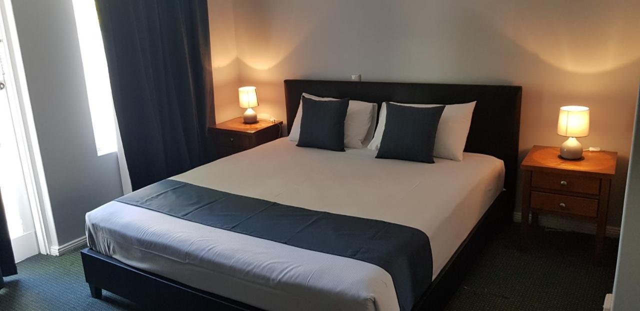 Отель  Отель  Adelaide Pulteney Motel