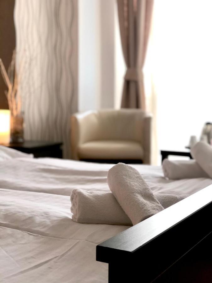 Отель  Отель  Hotel Modena