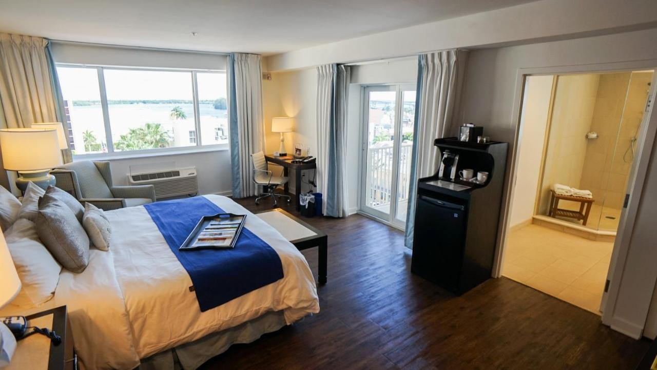 Отель  Hotel Indigo Fort Myers Downtown River District