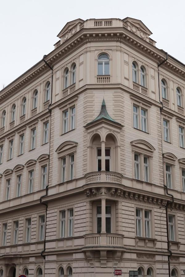 Отель  The Palace Suites And Apartments