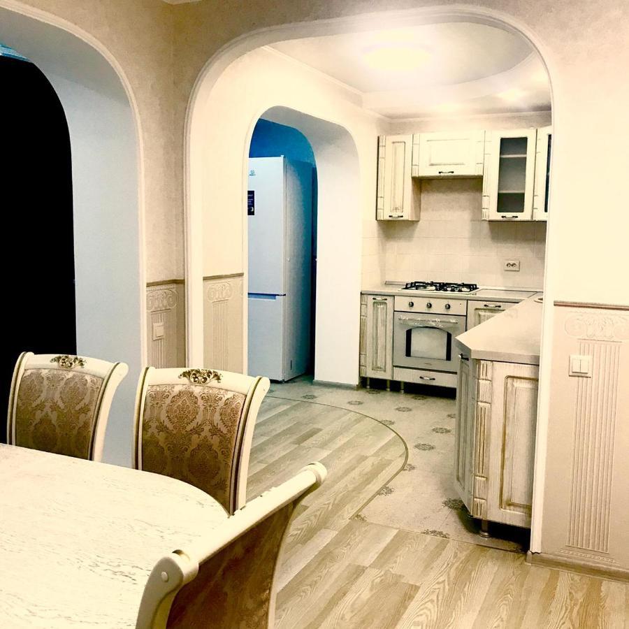 Апартаменты/квартира Шикарная квартира посуточно в Кисловодске недорого с двумя спальнями рядом с парком и рынком