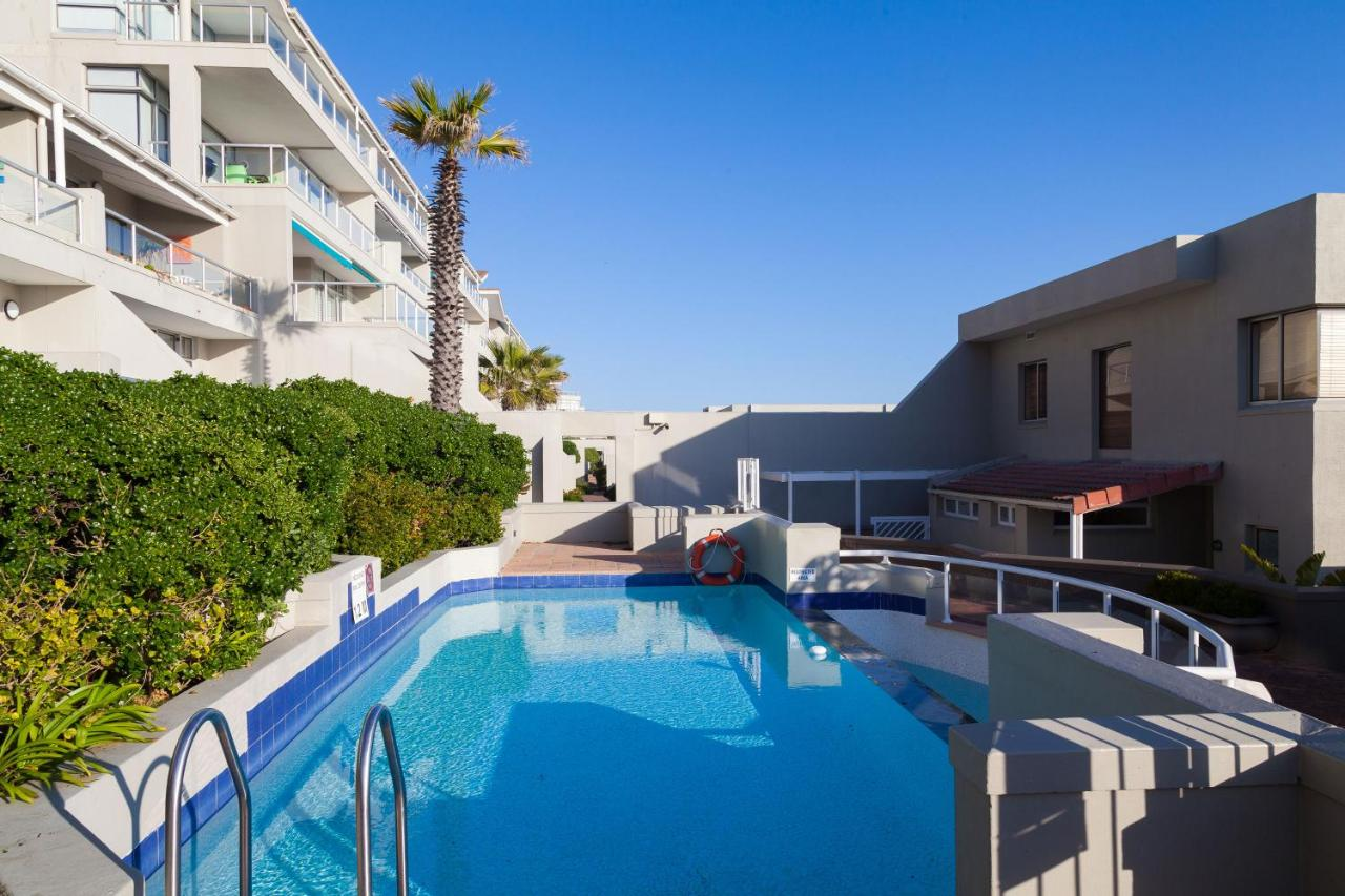 Отель  Dolphin Beach Hotel Self Catering Apartments  - отзывы Booking