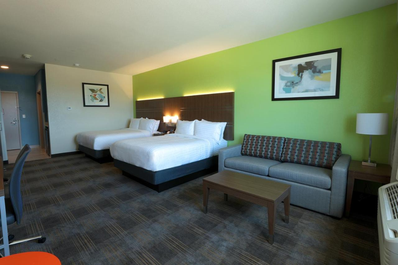 Отель  Holiday Inn Express & Suites - Dripping Springs - Austin Area