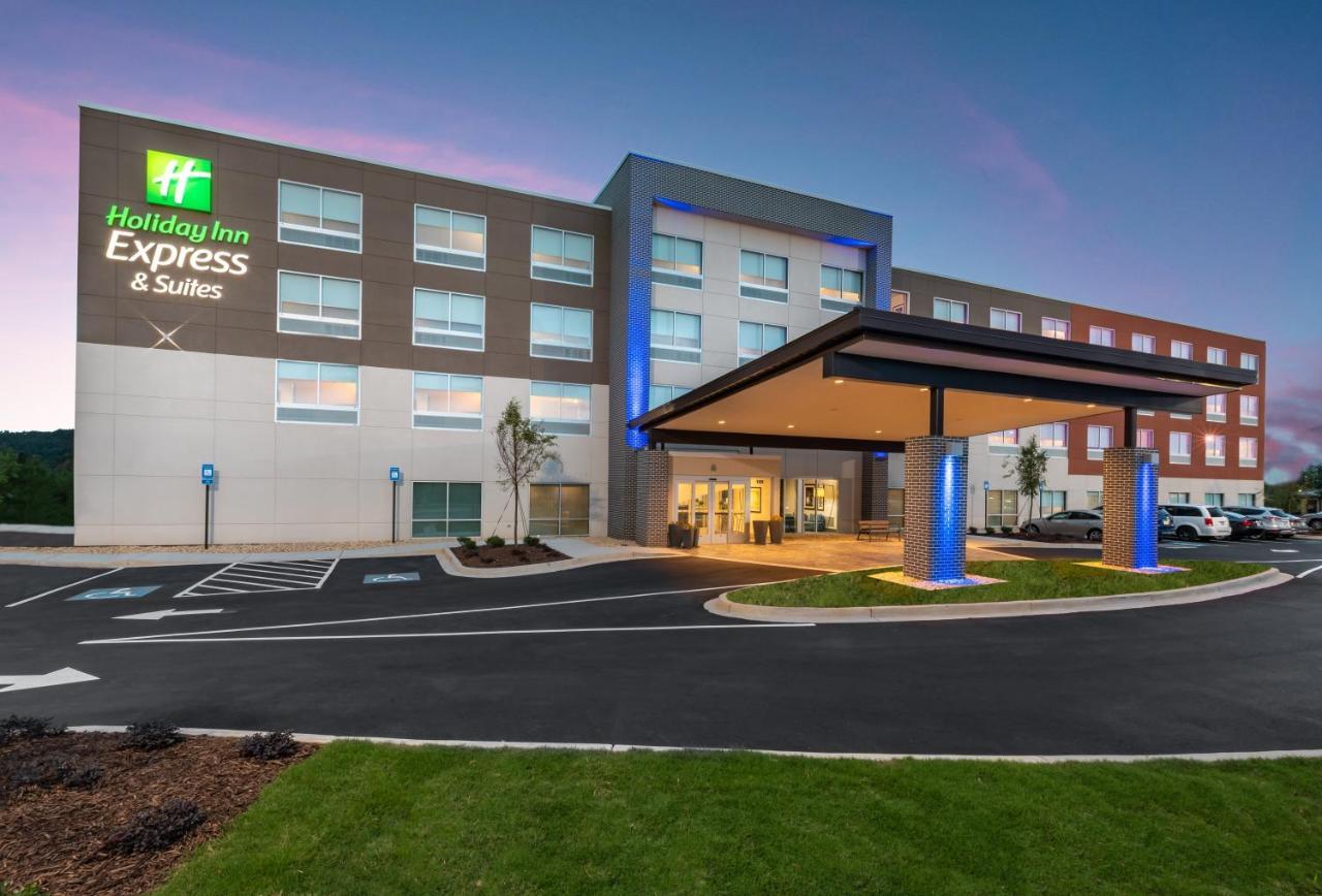 Отель  Отель  Holiday Inn Express & Suites Gainesville - Lake Lanier Area, An IHG Hotel