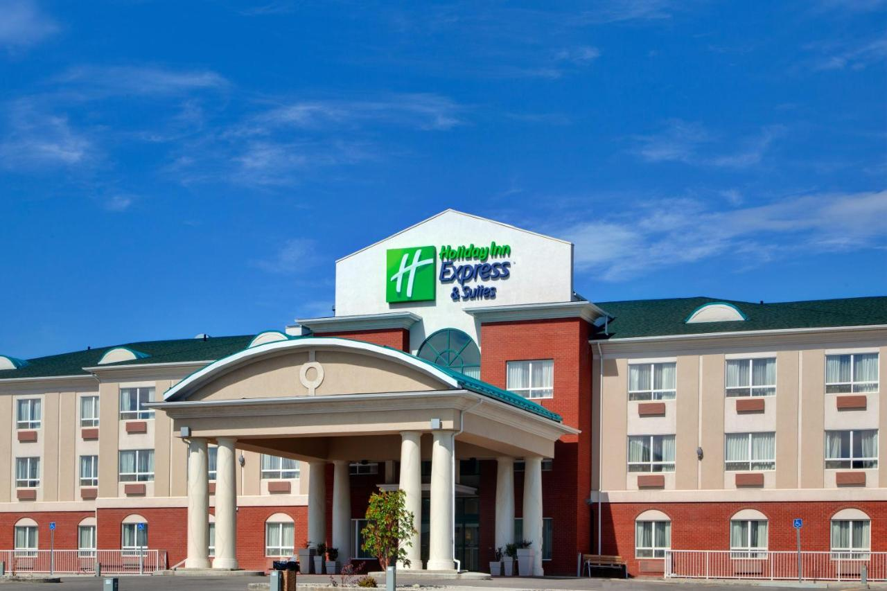 Отель  Holiday Inn Express Hotel & Suites-Hinton