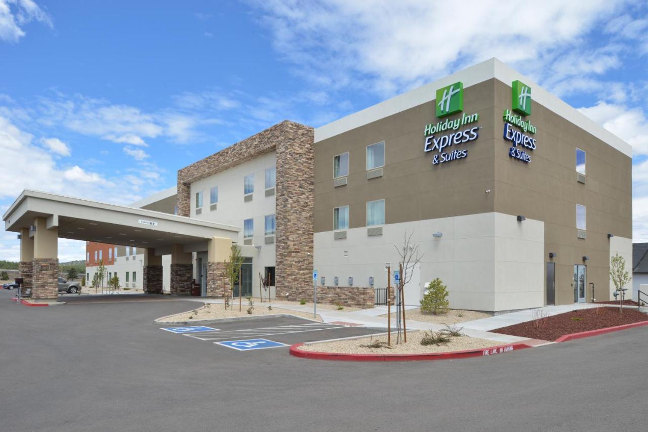 Отель  Holiday Inn Express & Suites Williams
