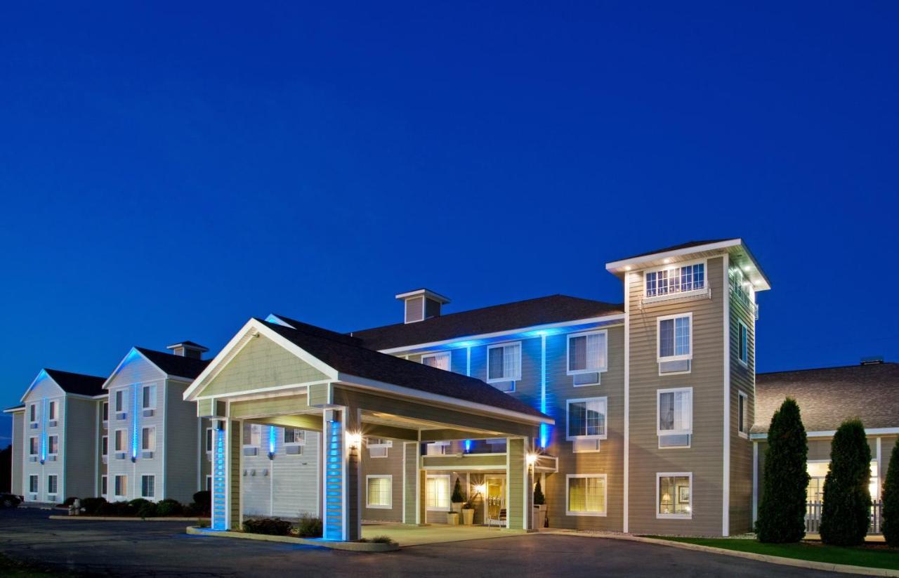 Отель  Отель  Holiday Inn Express & Suites New Buffalo, MI, An IHG Hotel