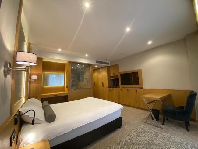 Отель  Bella Hotel