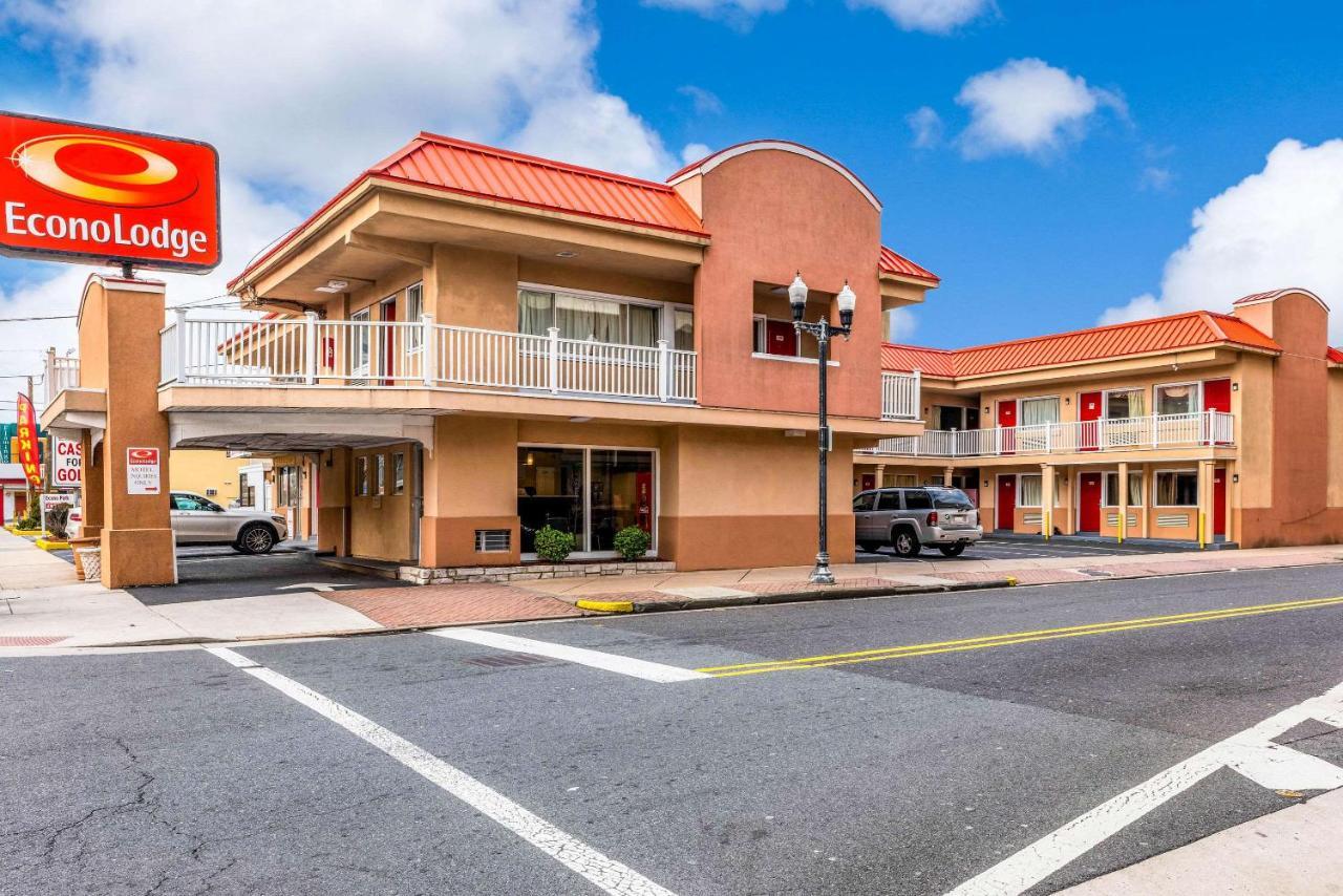 Отель  Econo Lodge Beach And Boardwalk