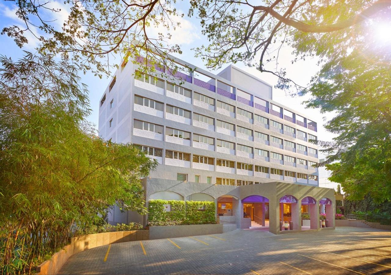 Отель  Vivanta Bengaluru Residency Road  - отзывы Booking