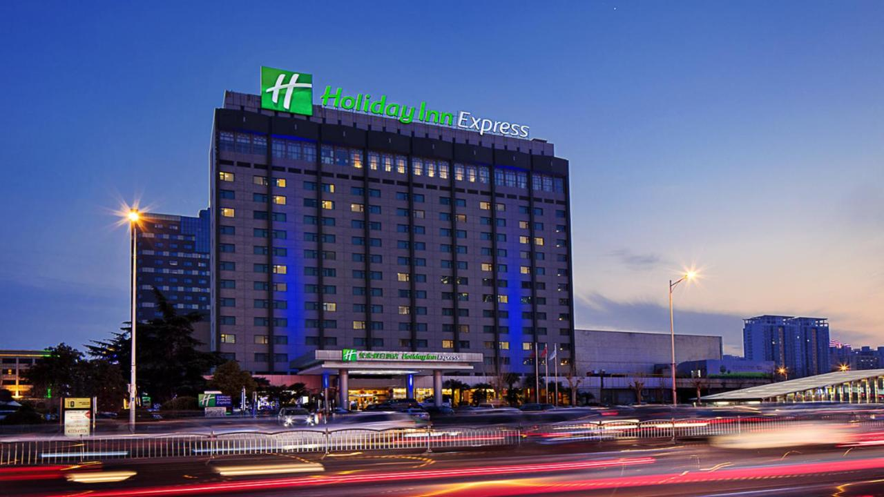 Отель  Отель  Holiday Inn Express Zhengzhou Zhongzhou, An IHG Hotel