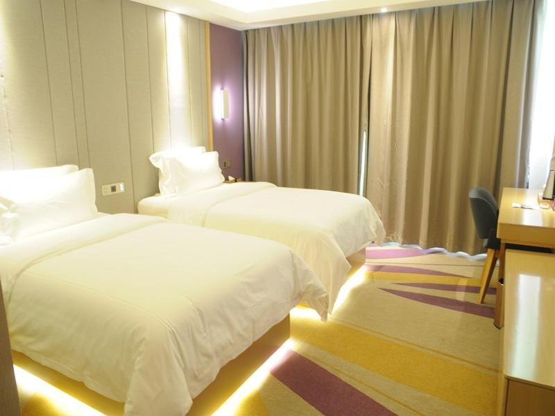 Отель  Lavande Hotels·Guangzhou Fangcun Huadiwan Metro Station