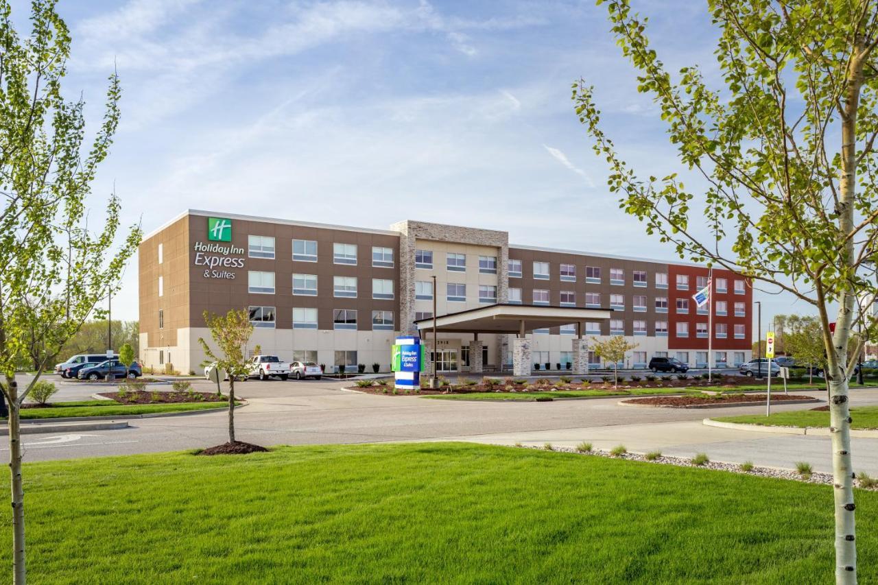 Отель  Holiday Inn Express & Suites Hammond, an IHG hotel  - отзывы Booking