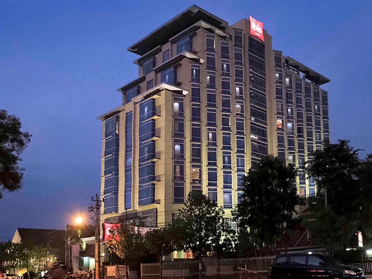 Отель  Hotel Ibis Semarang Simpang Lima  - отзывы Booking