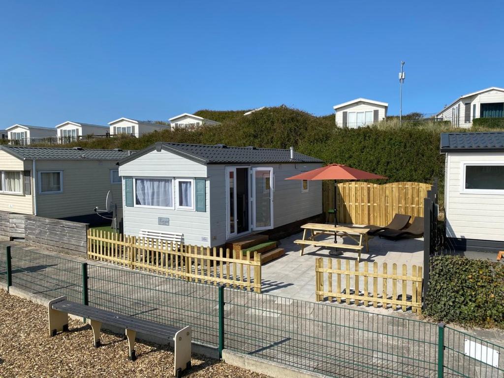 Кемпинг  Luxe Chalet op camping Duindoorn, IJmuiden aan Zee, in de buurt van F1 circuit Zandvoort en Bloemendaal op loopafstand strand  - отзывы Booking