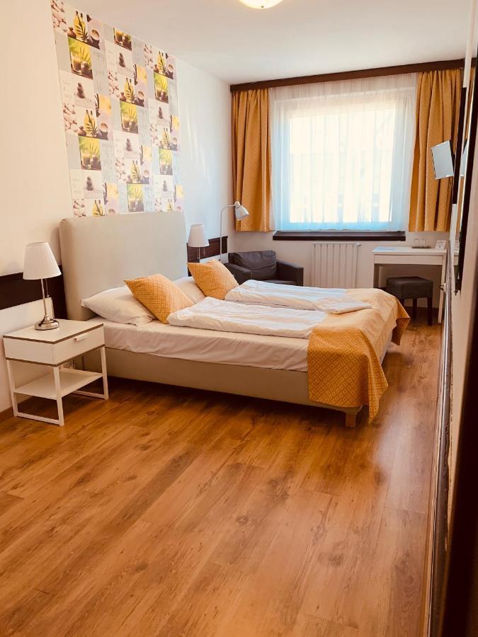 Отель  Отель  Hotel Gloria Budapest City Center