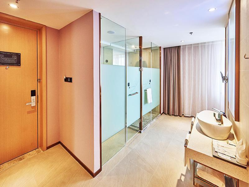 Отель  Lavande Hotel Changchun Peoples Square  - отзывы Booking