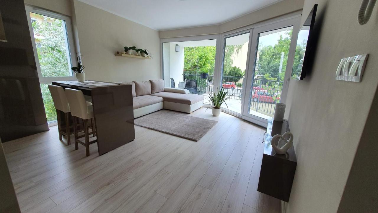 Апартаменты/квартира  Kriszta Residence  - отзывы Booking