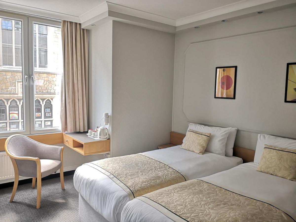 Отель  Lancaster Hall Hotel
