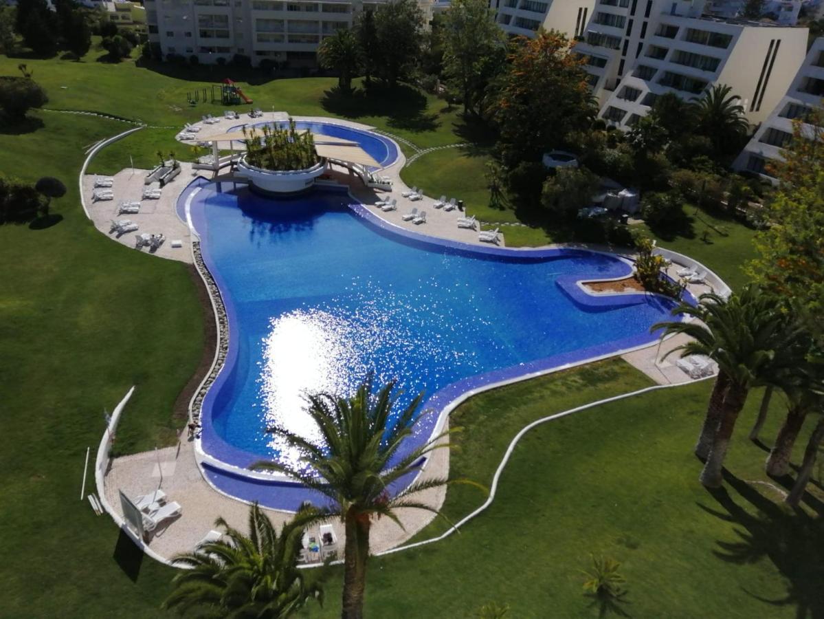 Отель типа «постель и завтрак»  Private Bedroom, Shower Room And Balcony, In Apartment Shared With Hosts At Vila Marachique