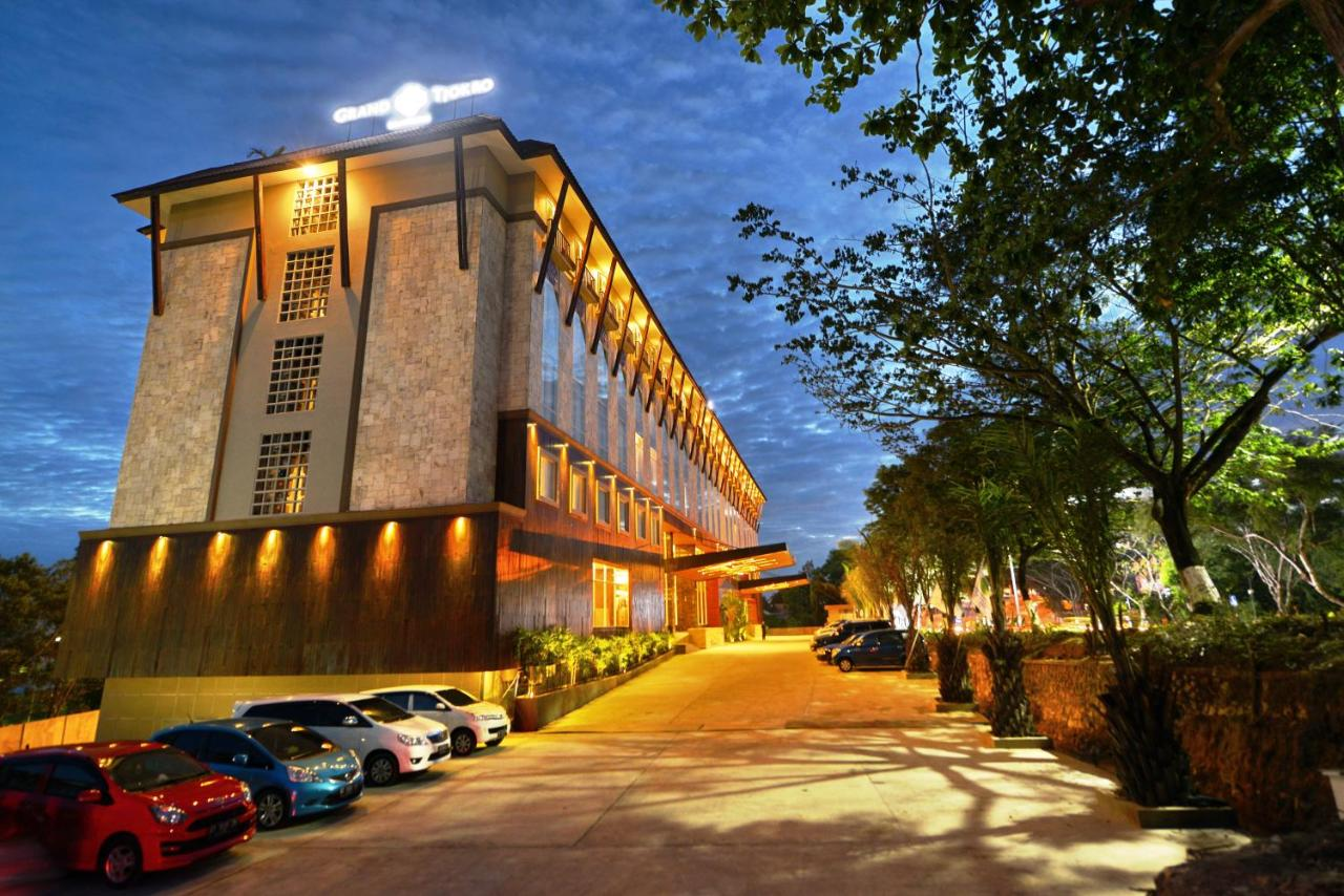 Отель Отель Grand Tjokro Hotel Balikpapan