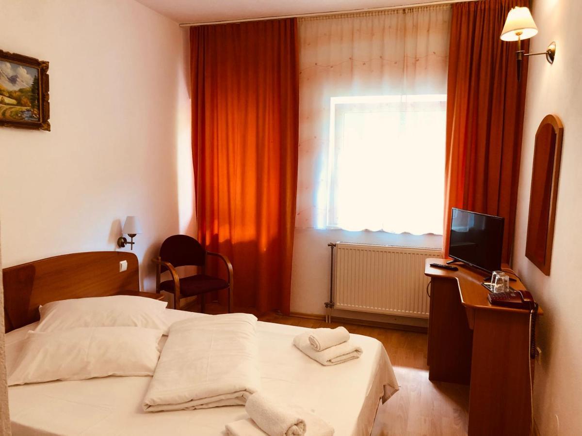 Отель  Hotel Poenita  - отзывы Booking