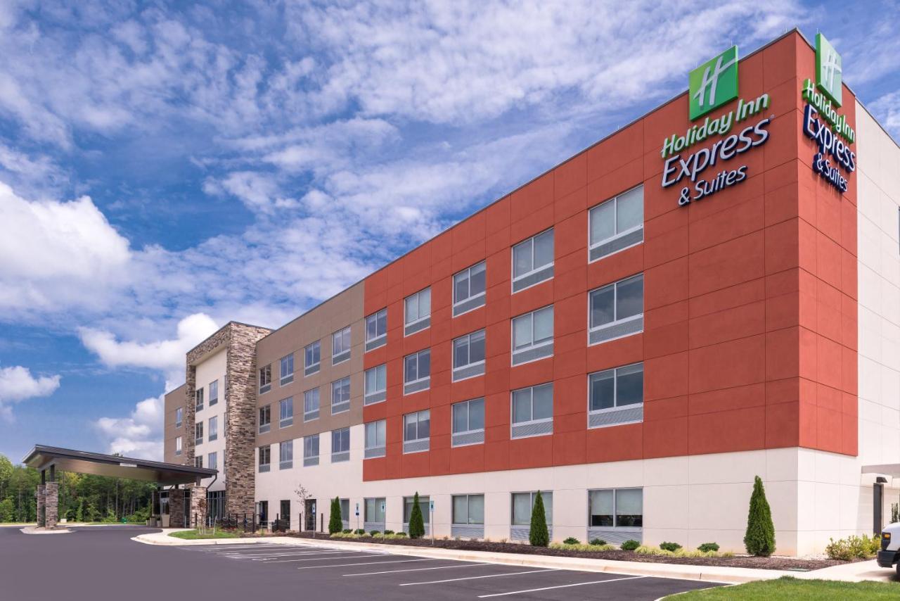 Отель  Holiday Inn Express & Suites Farmville, an IHG Hotel  - отзывы Booking