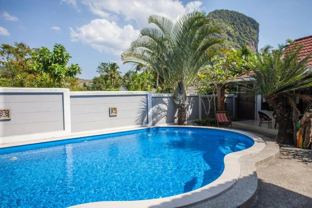 Вилла  Villa Utopia piscine vue montagne  - отзывы Booking