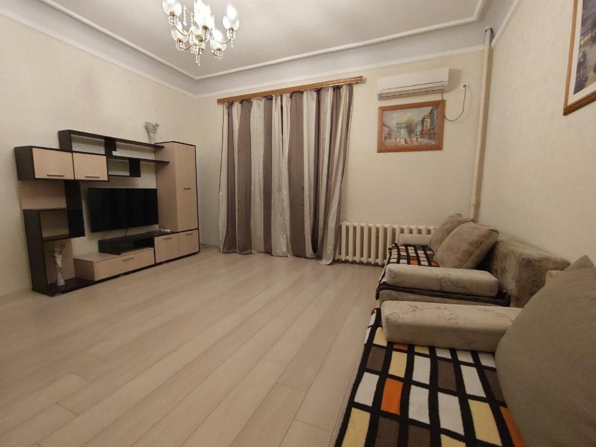 Апартаменты/квартира  Apartment On Alleya Geroyev 4