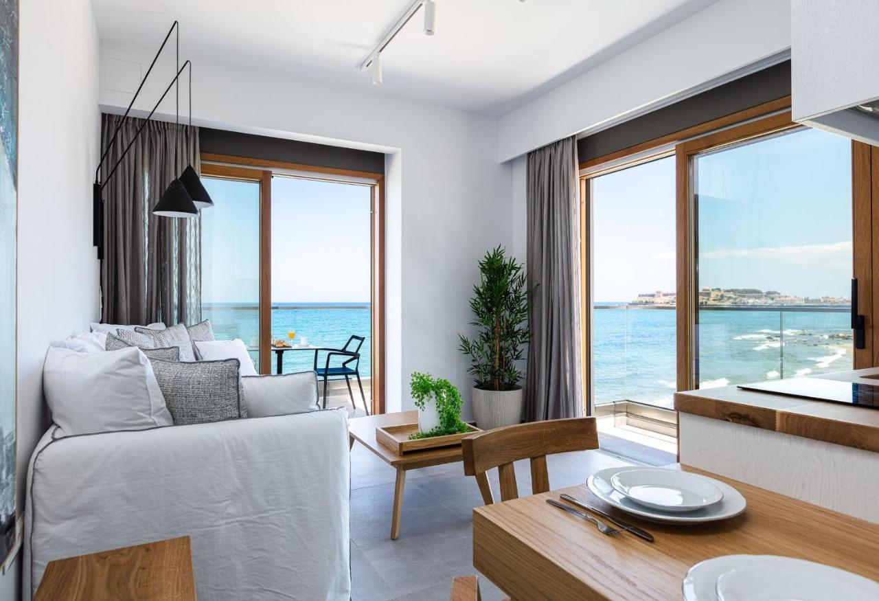 Отель  North Coast Seaside Suites