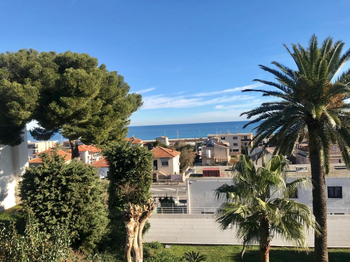 Апартаменты/квартира  Appartement vue mer panoramique, grande terrasse, proche de la plage  - отзывы Booking