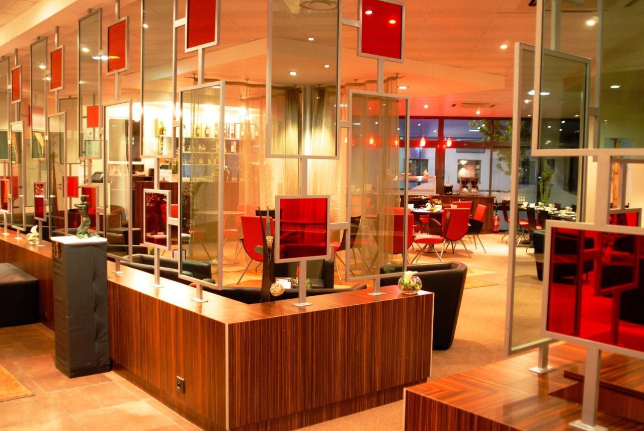 Отель  Hotel De Loire et Restaurant Les Bateliers  - отзывы Booking