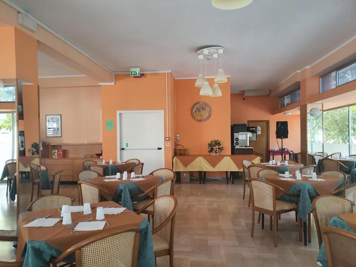 Отель  Hotel Aramis