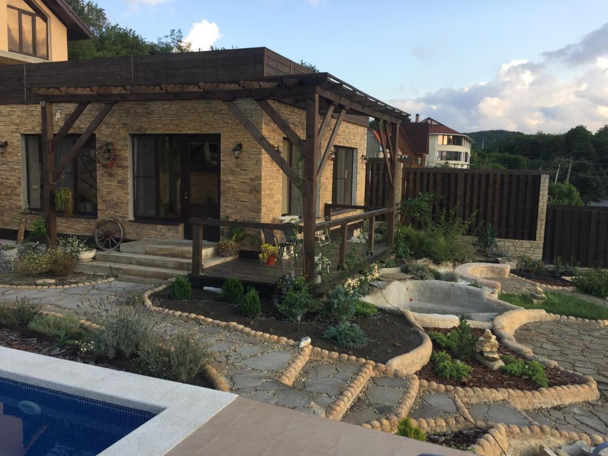 Вилла Дом с бассейном и видом на озеро в Абрау-Дюрсо - отзывы Booking