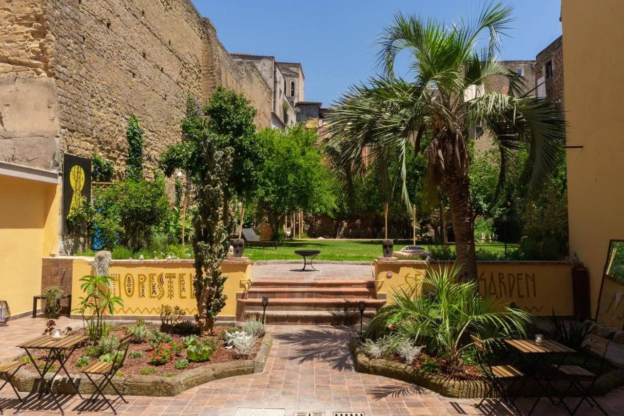Хостел  HOPESTEL Secret Garden Napoli  - отзывы Booking