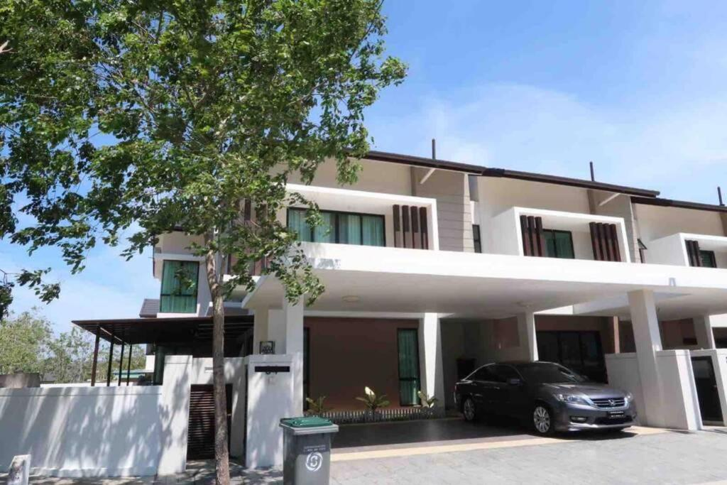 Вилла  PROMO Private luxurious Nilai Vacation Home  - отзывы Booking